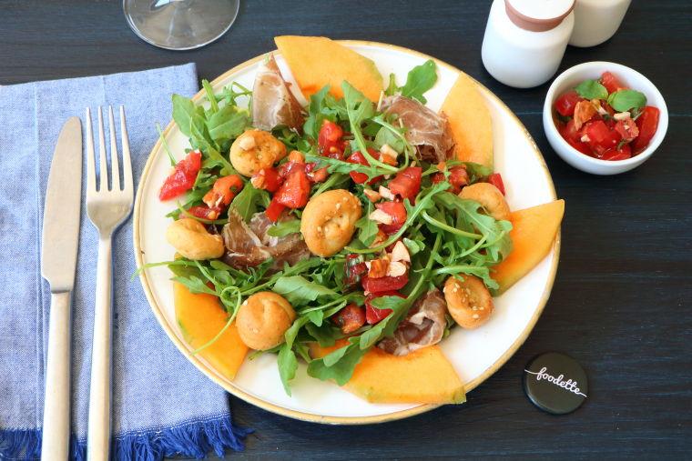 Assiette estivale : Melon, Lomo et salsa tomates/amandes