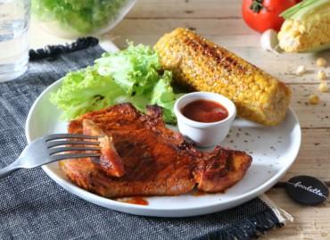 Porc fermier grillé au pimentón, maïs frais et ketchup maison