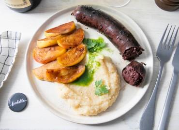 Boudin noir grillé, purée et huile de persil