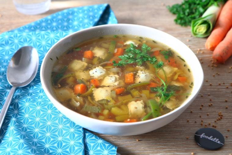 Ravioles et bouillon réconfortant aux légumes d'hiver