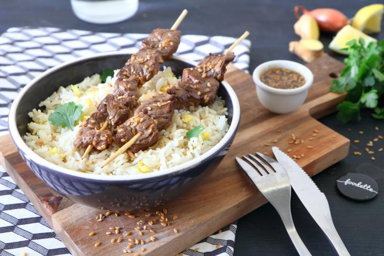 Brochettes de boeuf et riz parfumé au gingembre