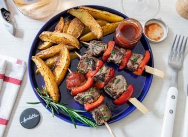 Brochettes de boeuf et poivrons grillés, potatoes au piment d'Espelette