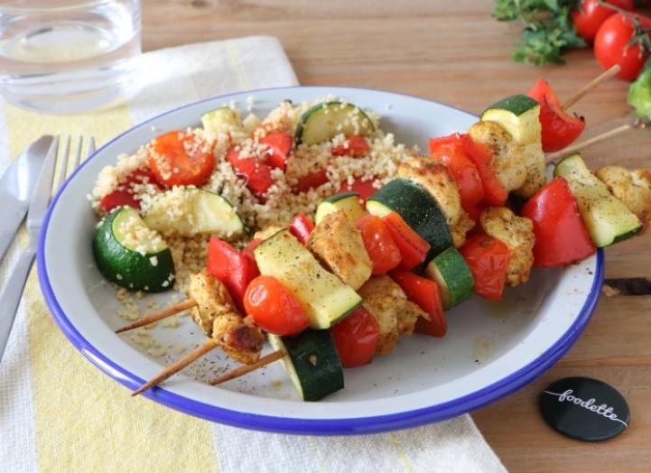 Brochettes orientales au poulet et aux légumes d'été
