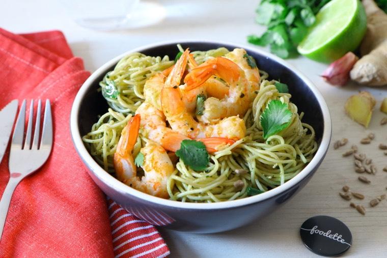 Crevettes caliente et pasta verde