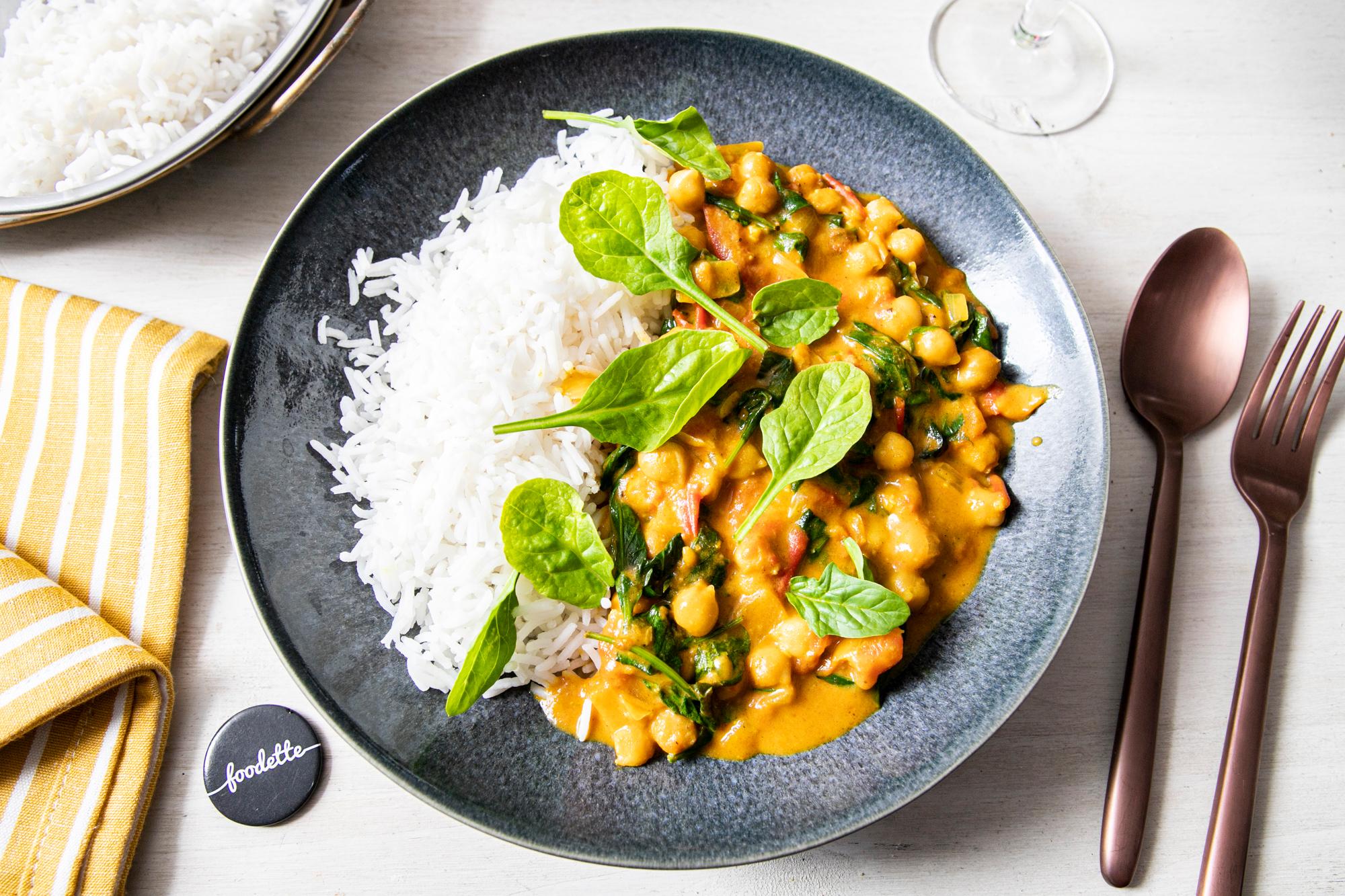 Curry sauvage d'épinards, tomates fraîches et pois chiches