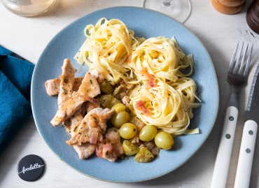 Volaille et raisins poêlés au romarin, tagliatelles fraîches