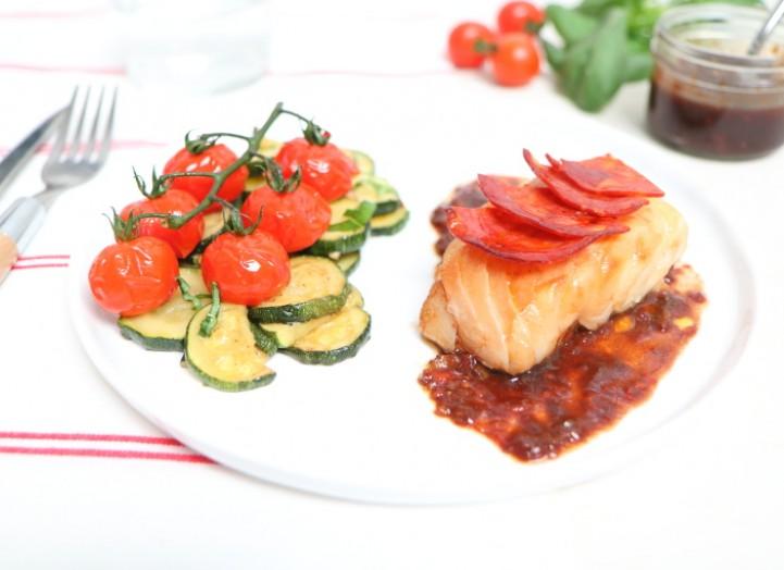 Cabillaud, écailles de chorizo, courgettes et tomates rôties