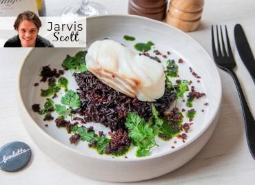 Jarvis' Cod : cabillaud nacré, poudre de Chorizo et riz noir façon risotto
