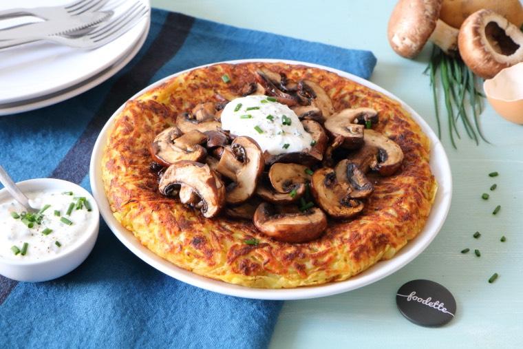 """Galette façon """"rösti"""", poêlée de champignons et crème ciboulette"""