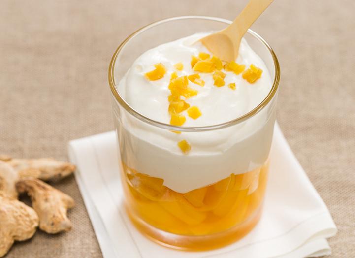 Mangue rôtie et crème fouettée au gingembre