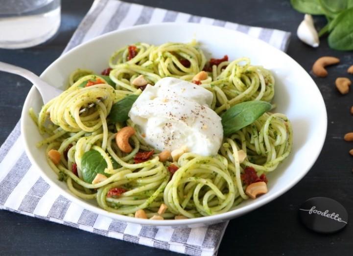 Bucatini, pesto di spinaci e Mozzarella di Bufala