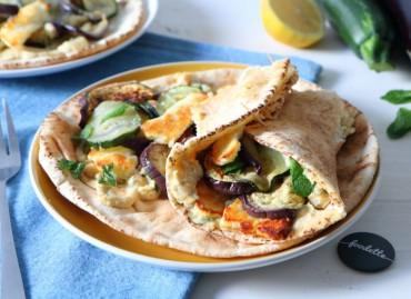 Pitas méditerranéennes et légumes grillés