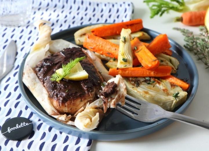Papillote de lieu noir à la tapenade et légumes rôtis au thym-citron