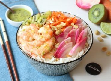 Poké bowl aux crevettes et sauce tropicale