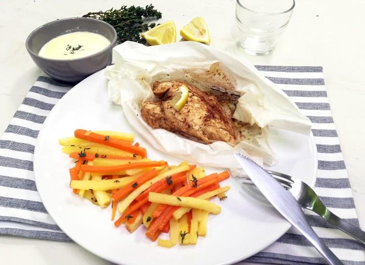 Poulet en papillote, frites de légumes et crème au thym