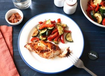 Poulet à la texane et légumes d'été rôtis