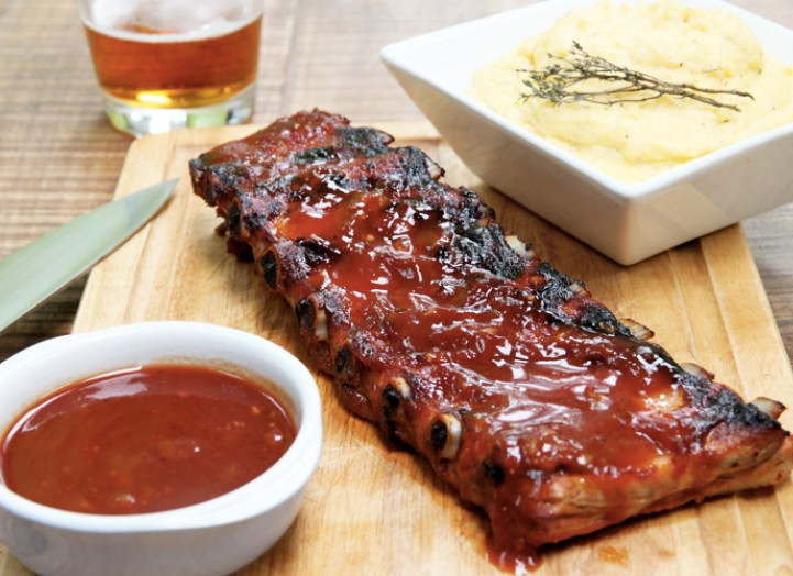 ribs sauce bbq maison et polenta cr meuse la recette de ribs sauce bbq maison et polenta. Black Bedroom Furniture Sets. Home Design Ideas