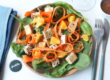 Salade asiatique au tofu grillé, vinaigrette à l'orange