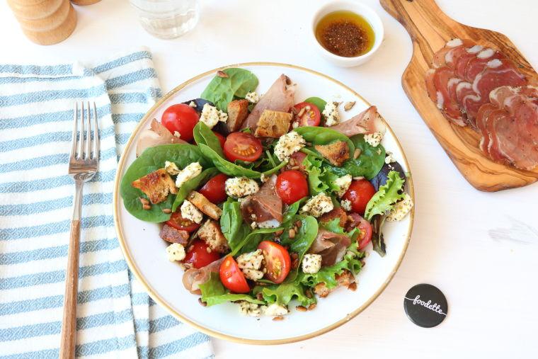 Salade pré-estivale à la Coppa et Feta rôtie