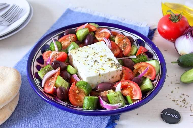 horiatiki salata la vraie salade grecque la recette de horiatiki salata la vraie salade. Black Bedroom Furniture Sets. Home Design Ideas