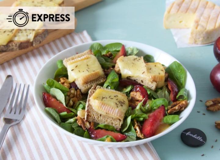 Salade fruitée et tartines de Munster fondant