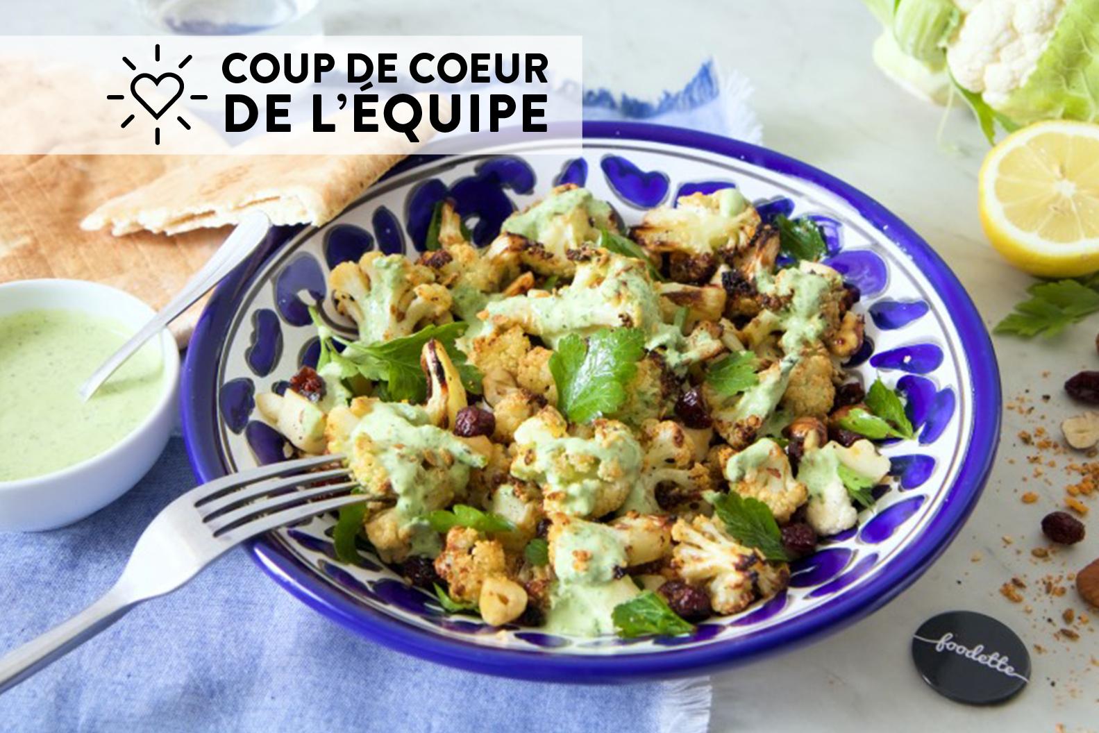 Chou-fleur rôti aux épices dukkah, sauce au persil et pains pitas