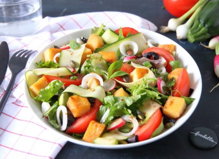 Salade provençale à la panisse dorée