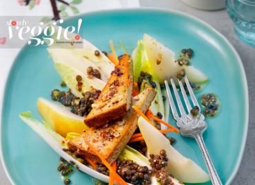 Salade de lentilles, poires & endives au tofu fumé