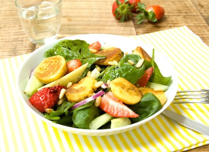 Salade fruitée aux quenelles poêlées