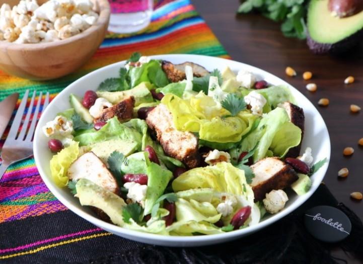 Salade mexicaine au poulet fermier grillé et pop-corn maison