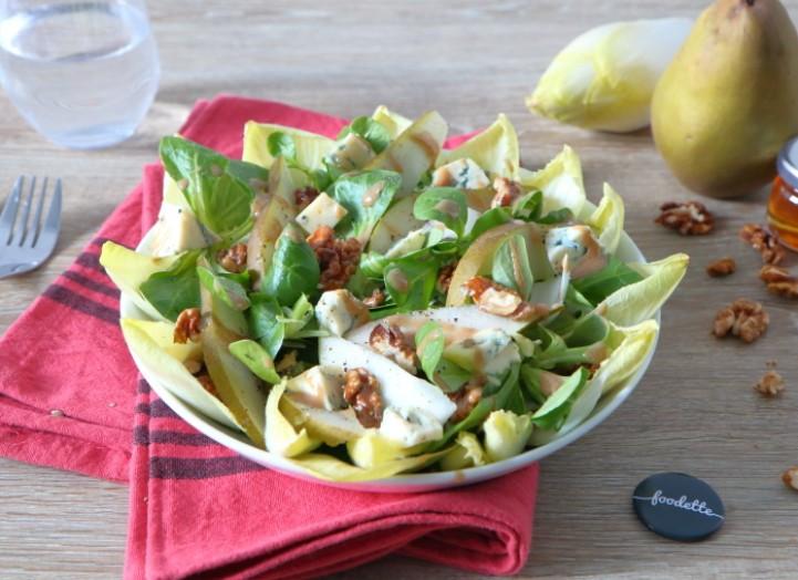 Salade croquante à la fourme d'Ambert, poire et noix du Périgord