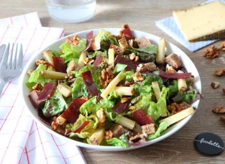 Salade suisse à la tomme aux fleurs et à la viande de grison