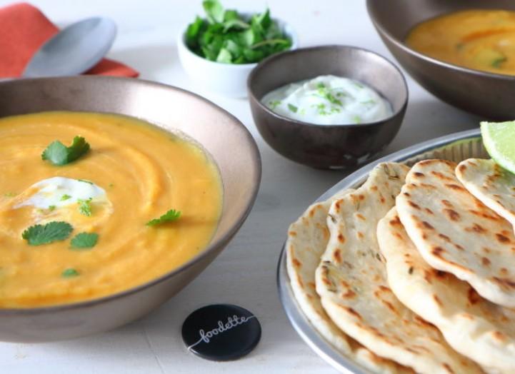 Pains naan maison et soupe curry-corail