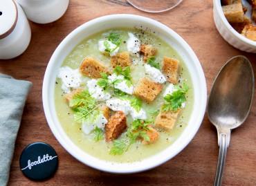 Soupe de saison, fromage frais, croûtons à l'ail et cerfeuil