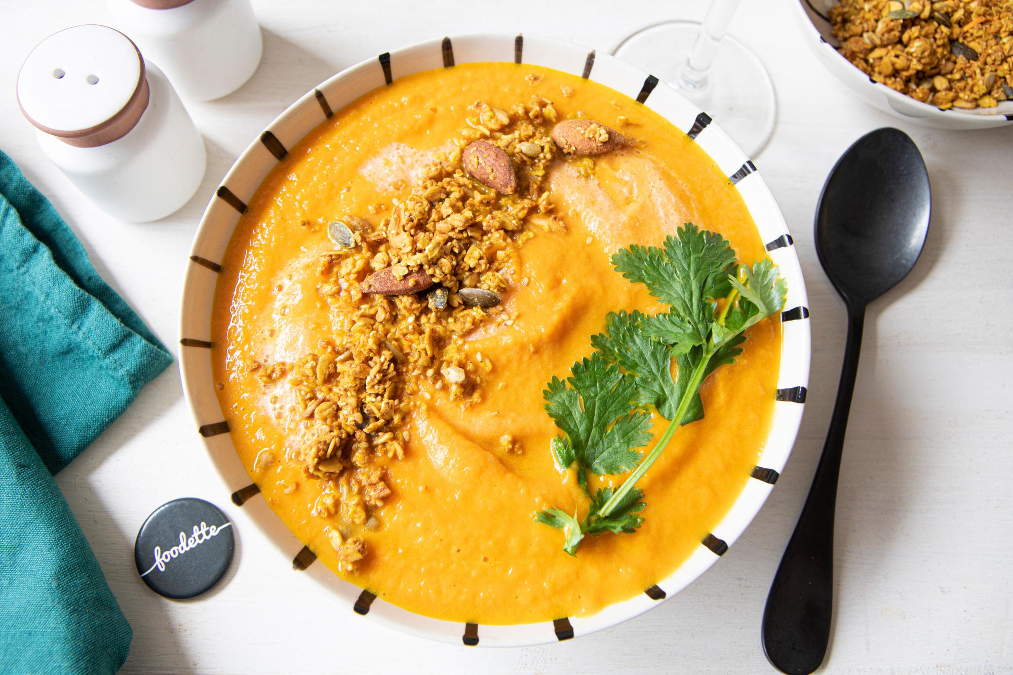 Velouté carottes/curry rouge/coco et granola