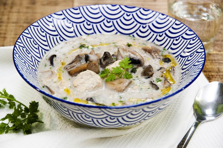 Soupe réconfortante au poulet et aux champignons