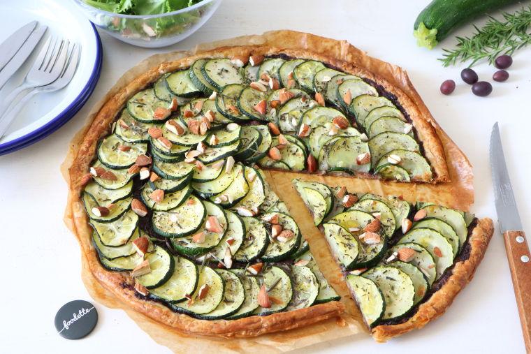 Tarte fine courgettes-amandes-olives
