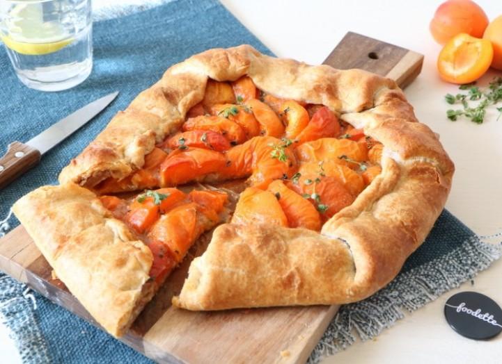 Tarte rustique abricots et crème d'amandes