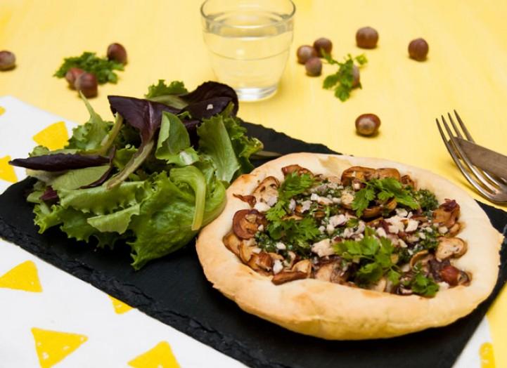 Tarte fine aux champignons et au beurre d'ail