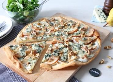 Tarte fine au bleu, poires fondantes et noix du Périgord