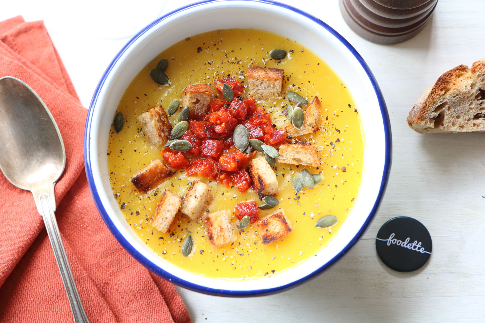 Velouté de butternut, chorizo et croûtons à l'ail