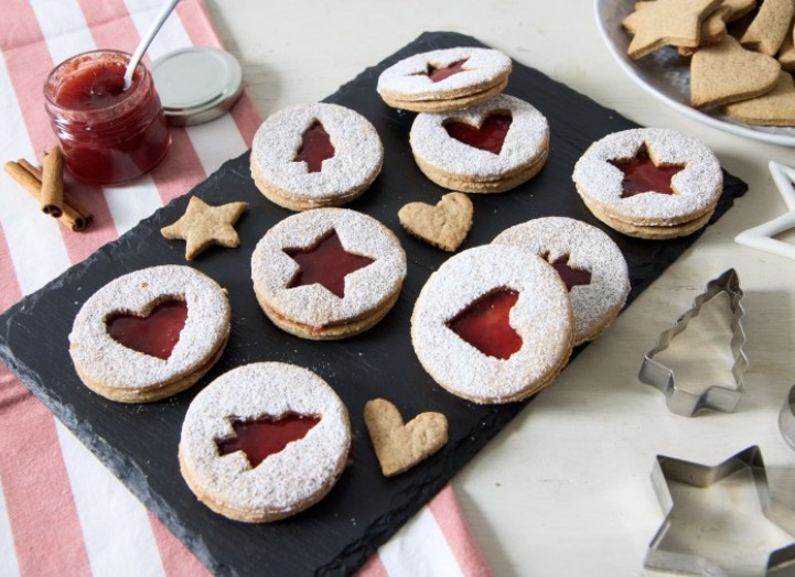 Les sablés de Noël aux épices et confiture fraise-tonka