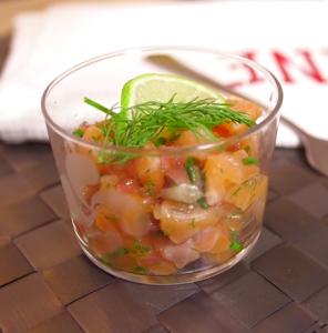 Tartare de saumon à l'aigre-doux en verrine
