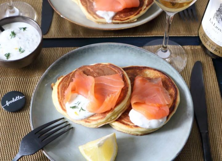 blinis-maison-saumon-fume-creme-yaourt-vodka-citron-aneth-721x524